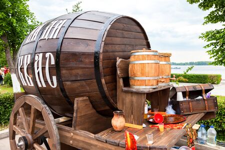nonalcoholic beer: SAMARA, RUSSIA - JUNE 4, 2016: Sale traditional Russian kvass from wooden barrels at the city embankment. Text in russian: Kvass