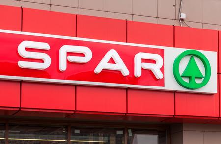 SANKT PETERSBURG, Russland - 29. Juli 2016: Logo des Supermarkt SPAR ist eine internationale Einzelhandelskette und Franchise Standard-Bild - 61976736