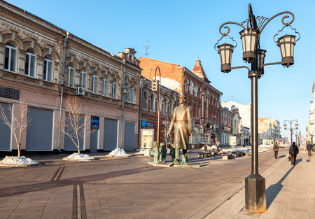 militiaman: SAMARA, RUSSIA - MARCH 2, 2017: Bronze monument Uncle Stepa-militiaman at the pedestrian city street. Monument was unveiled on November 2015. Sculptor Z. Tsereteli Editorial