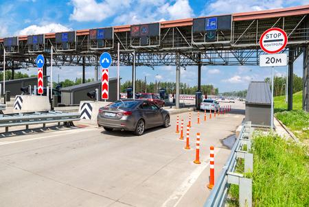 モスクワ, ロシア連邦 - 2017 年 7 月 16 日: 有料道路の支払いの自動ポイント。ロシアの高速道路数 M11