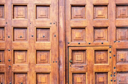 Traditional russian massive wooden gate in Moscow kremlin close up Imagens