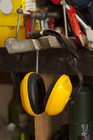 anti noise: Cuffie auricolari in un Workshop