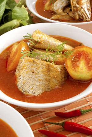 curry: Curry de pescado en cuencos individuales
