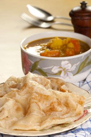 lenteja: Roti Canai con curry de lentejas