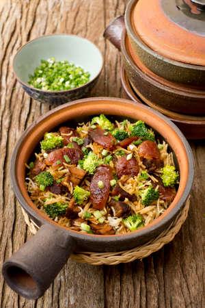 carnes y verduras: Hong Kong crisol de arcilla arroz; archivo que no sea afilado