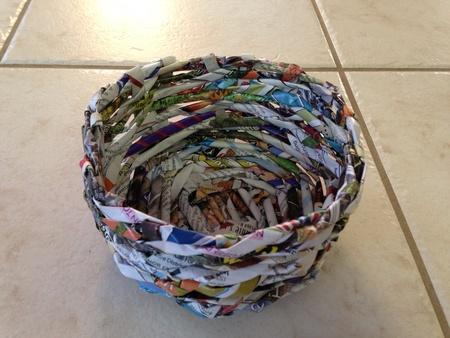 신문으로 만든 종이 바구니