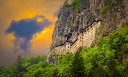 Sumela Monastery in Trabzon, Turkey. Greek Orthodox Monastery of Sumela was founded in the 4th century. Banque d'images