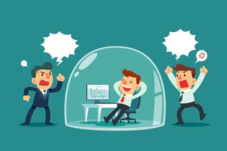 Glücklicher Geschäftsmann, der sich in der Glaskuppel entspannt, während andere Kollegen draußen schreien. Stressmanagement-Geschäftskonzept.