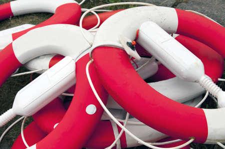boyas: Cerca de un mont�n de salvamento sucio boyas Foto de archivo