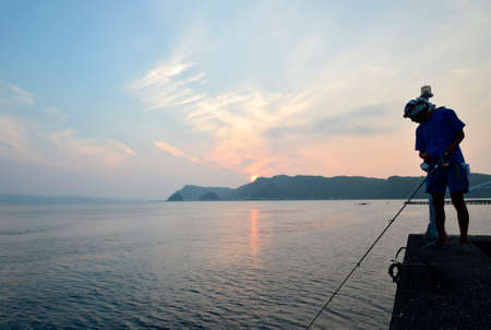 amanecer: Fisherman and the south sea of Japan