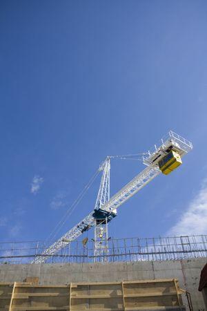 erect: Construction crane