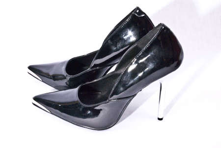 centimetres: One calls High-Heels ladies shoes with sales from a height of about 10 centimetres. This shoe name orientates itself only by the sales height and is regardless of other signs, as for example to the Schaftschnitt (Sandalette, Deux Piece, flamenco pump etc