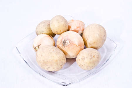 confessing: The onion, also Bulbus, is mostly educated low sheets from meat thickened, the lowest mostly also subterranean shoot of numerous plants, (e.g., of the lily plants or leek plants). Confessing the potato (Solanum tuberosum), in parts of Germany, in Austria  Stock Photo