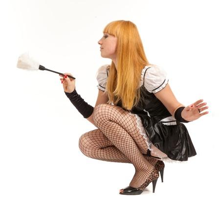 maid: Hermosa mujer cauc�sica vestida en un traje de sirvienta francesa aislado sobre fondo blanco