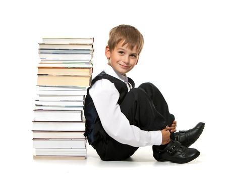 niños estudiando: Muchacho y libros aislados sobre un fondo blanco Foto de archivo