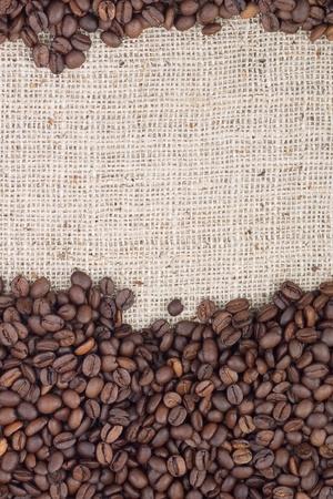 granos de cafe: Brown granos de caf� tostado. Filmada en un estudio Foto de archivo