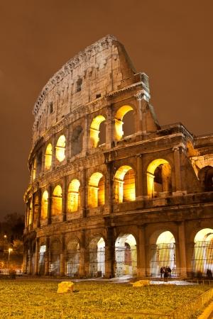 Le iconique, le légendaire Colisée de Rome, Italie Banque d'images