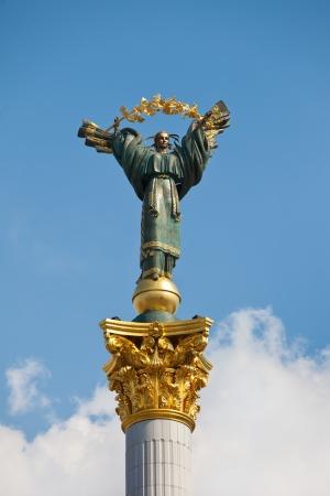 angel de la independencia: El monumento de la Independencia en Kiev. El centro de una capital
