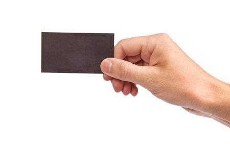 alzando la mano: Empresario de la mano que sostiene la tarjeta de visita en blanco de papel, primer plano aislado en el fondo blanco