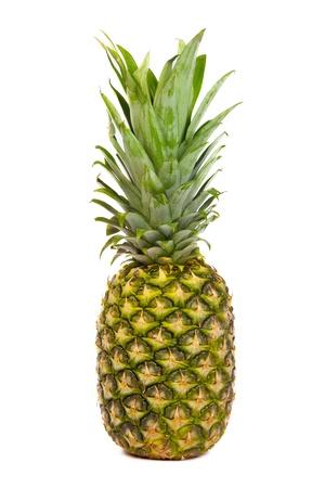 Single ananas, samostatný na bílém pozadí