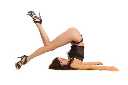 boast: Sexy donna praticare lo yoga. Indossa belle scarpe isolati su uno sfondo bianco