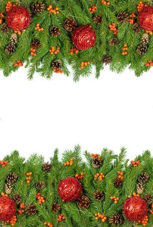 Weihnachten Hintergrund mit Kugeln und Dekorationen auf weißem Hintergrund