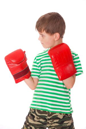pugilist: Pugilista chico enojado aislado en un fondo blanco
