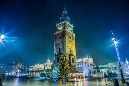 Krakow staré město v noci. Tržní náměstí v noci.