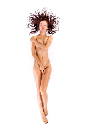 Celovečerní portrét nahé ženy vleže na posteli. Zastřelil ve studiu