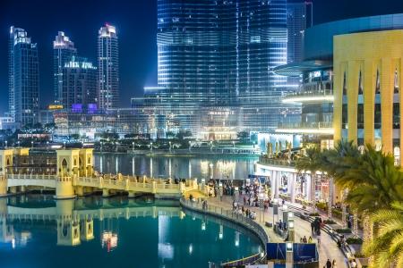 DUBAI, Spojené arabské emiráty - 13. listopadu: Burj Khalifa a Dubaj Mall dne 13. listopadu 2012 v Dubaji, Spojené arabské emiráty. Burj Khalifa je v současné době nejvyšší budova na světě, na 829,84 m (2723 ft). Redakční