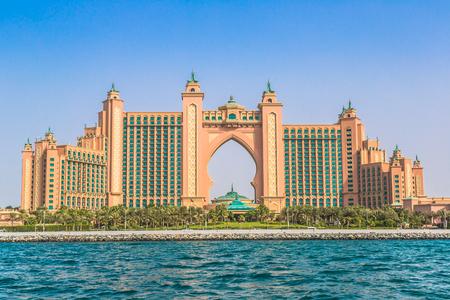 DUBAI, Spojené arabské emiráty - 13. listopadu: Atlantis hotel 13. listopadu 2011 v Dubaji, Spojené arabské emiráty. Atlantis Palm je luxusní 5-hvězdičkový hotel postavený na umělém ostrově Redakční
