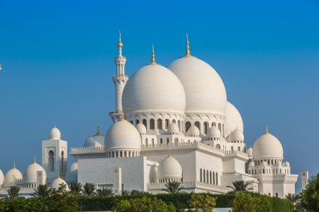 abu dhabi: Sheikh Zayed Mosque in Middle East United Arab Emirates with reflection on water. Abu Dhabi.