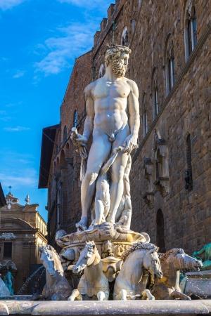 La fontana del Nettuno di Bartolomeo Ammannati, in Piazza della Signoria, Firenze, Italia Archivio Fotografico