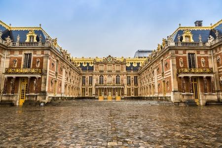 Zwembad van beroemde paleis Versailles. Het Paleis van Versailles was een koninklijke kasteel. Het werd toegevoegd aan de lijst van UNESCO World Heritage Sites. Parijs, Frankrijk.