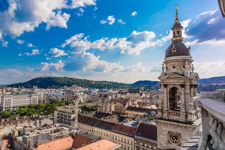Pohled na Budapešť a zvonice z vrcholu Stephena baziliky svatého, Maďarsko Reklamní fotografie