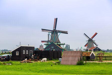 zaanse: Wind molens op de Zaanse Schans, Nederland. Holland Stockfoto