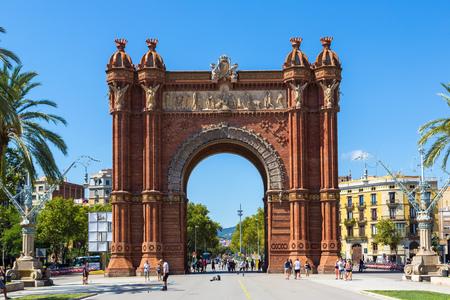 Barcelona: Barcelone, Espagne - 11 juin: Arc de Triomphe de Barcelone, dans un jour d'été à Barcelone, Espagne