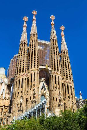 Sagrada Familia v Barceloně ve Španělsku, v letní den Reklamní fotografie