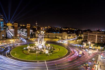 Vista del centro di Barcellona. La Spagna in una notte d'estate Archivio Fotografico - 38158703