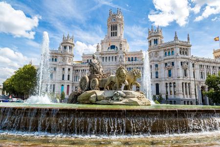 Cibeles fountain at Plaza de Cibeles in Madrid in a beautiful summer day, Spain Reklamní fotografie - 38141042