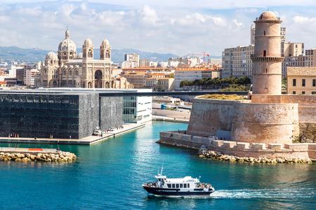 Saint Jean Castillo y la Catedral de la Major y el puerto de Vieux en Marsella, Francia Foto de archivo