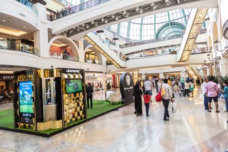 mall of the emirates: DUBAI, UAE - APRIL 29: Shoppers at Mall of the Emirates on April 29, 2013 in Dubai. Mall of the Emirates is a shopping mall in the Al Barsha district of Dubai. Editorial