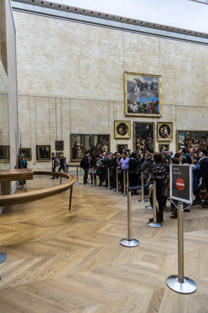 mona lisa: PARIS - AUGUST 4: Visitors take photo of Leonardo DaVincis Mona Lisa at the Louvre Museum, August 4, 2013 in Paris, France. The painting is one of the worlds most famous. Editorial