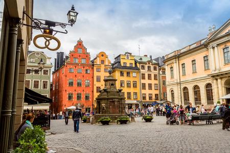 STOCKHOLM - 8. September: älteste mittelalterliche Stortorget in Stockholm, Schweden am 8. September begann 2014 Stockholm rund Thiis historischen Hauptplatz von 1400 Jahre aufgestellt werden. Standard-Bild - 38256141
