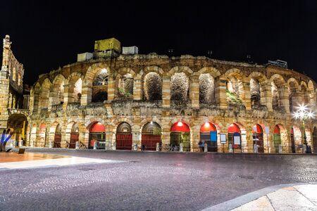 verona: Verona Arena in a beautiful summer night in Verona, Italy (Arena di Verona)