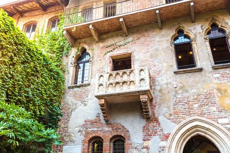 juliets: Romeo and Juliet  balcony  in Verona, Italy