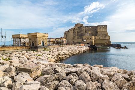 여름 나폴리, 이탈리아에서 카스 텔 dell'Ovo