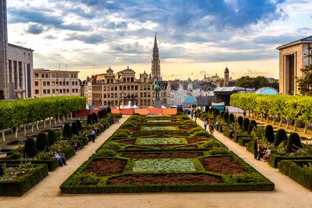 Panoráma z Bruselu v krásný letní den