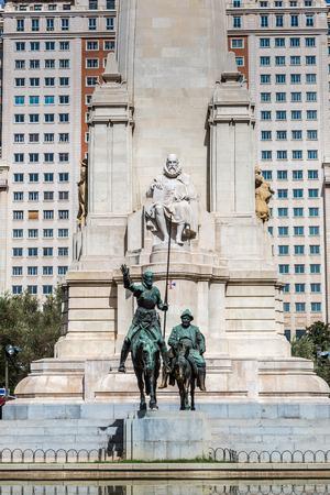 don quijote: Las estatuas de Don Quijote y Sancho Panza en la Plaza de Espa�a en Madrid, Espa�a Foto de archivo