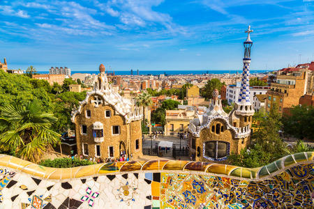 barcelone: Park Guell by architect Gaudi in a summer day  in Barcelona, Spain. Banque d'images